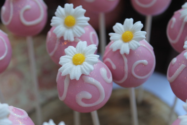 daisy cake pops | amanda jayne events blog