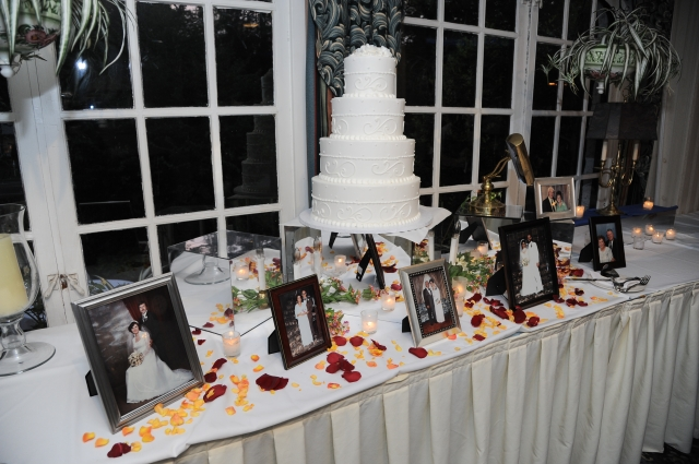 wedding cake with family photos