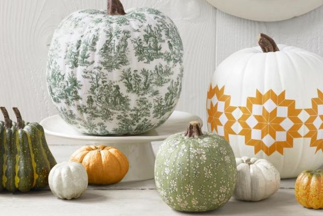 pumpkin centerpiece ideas - decoupaged pumpkins