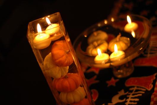 pumpkin centerpiece ideas - floating candles