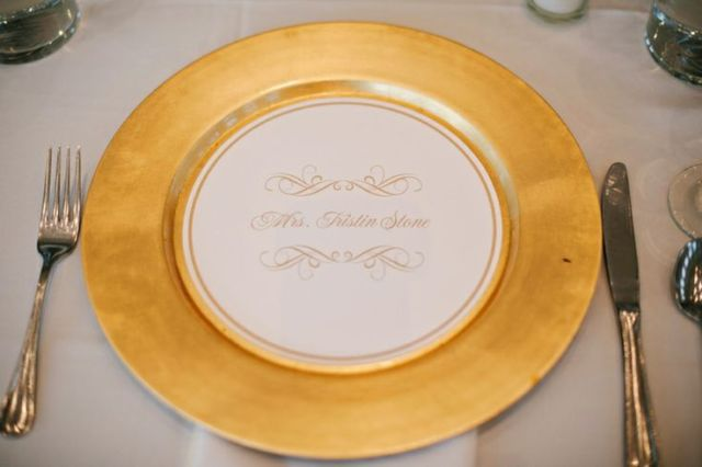 round charger place cards